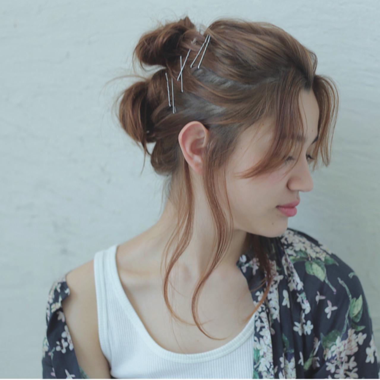 お団子 簡単ヘアアレンジ ショート センターパート ヘアスタイルや髪型の写真・画像