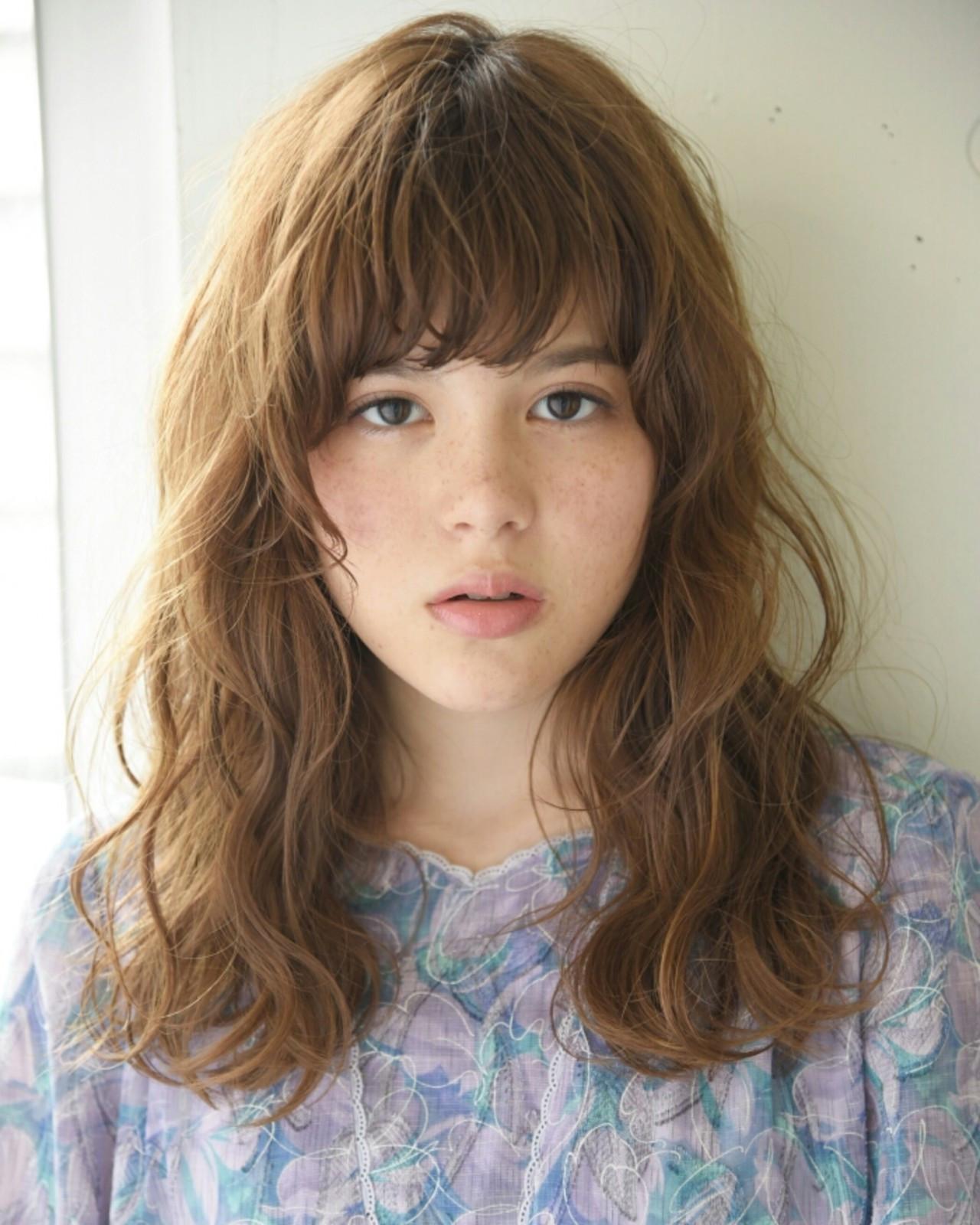 パーマ デート セミロング リラックス ヘアスタイルや髪型の写真・画像