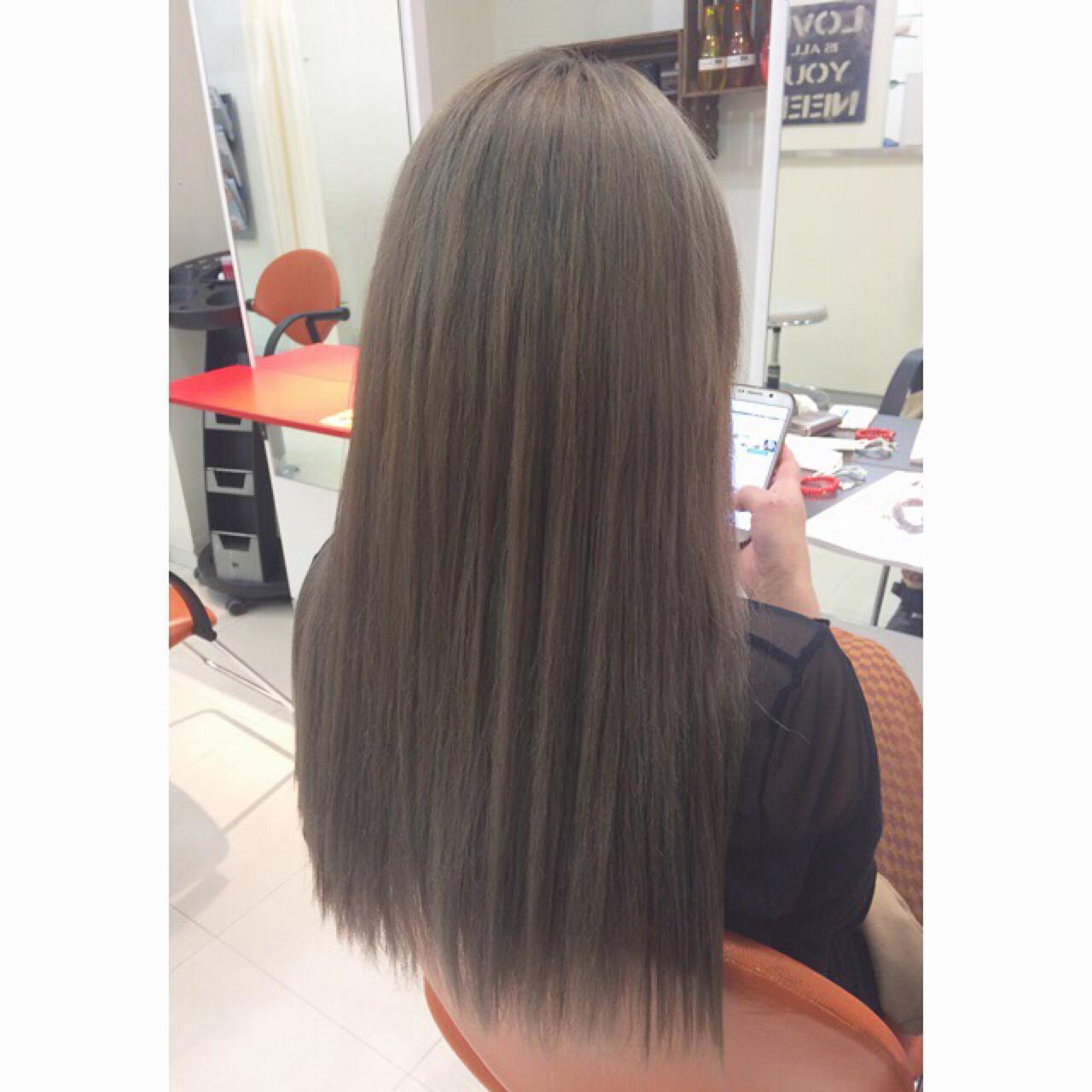 ロング ストレート ブリーチ ミルクティー ヘアスタイルや髪型の写真・画像