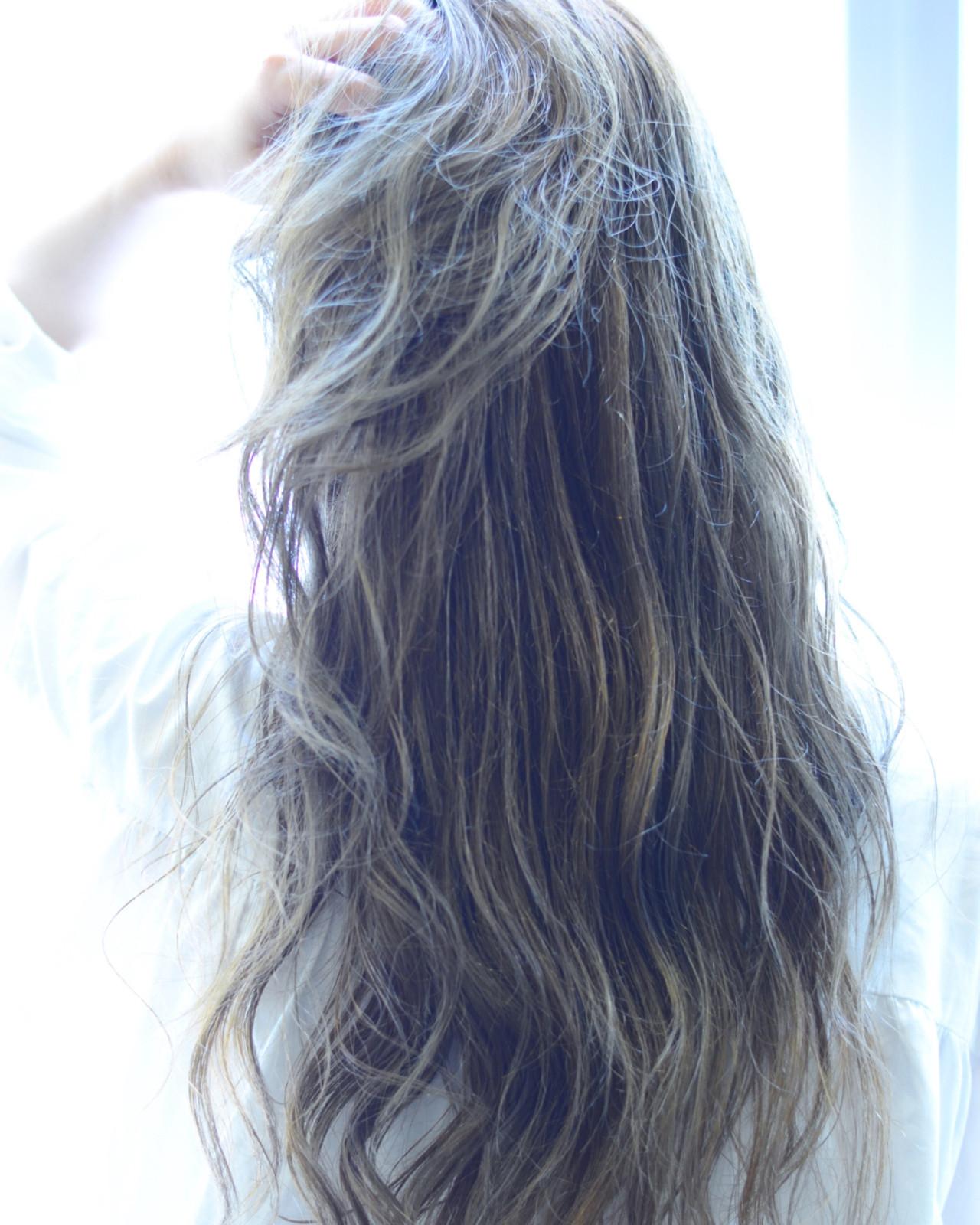 ウェットヘア オリーブアッシュ ナチュラル ロング ヘアスタイルや髪型の写真・画像