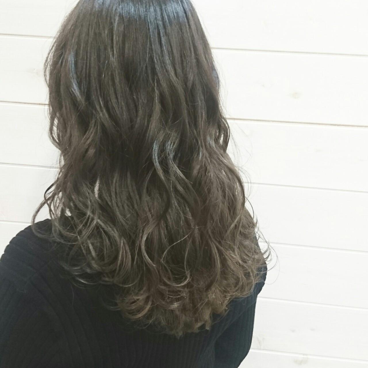 アッシュグレー ミディアム 外国人風 大人かわいい ヘアスタイルや髪型の写真・画像
