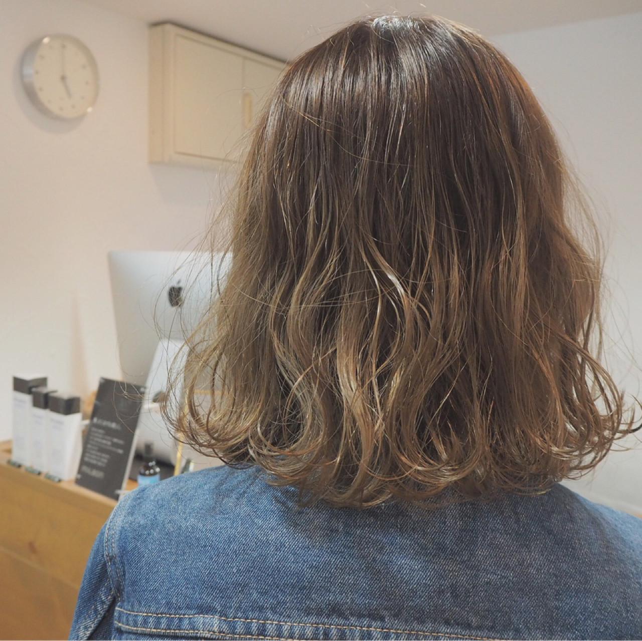 ダブルカラー ボブ イルミナカラー ナチュラル ヘアスタイルや髪型の写真・画像