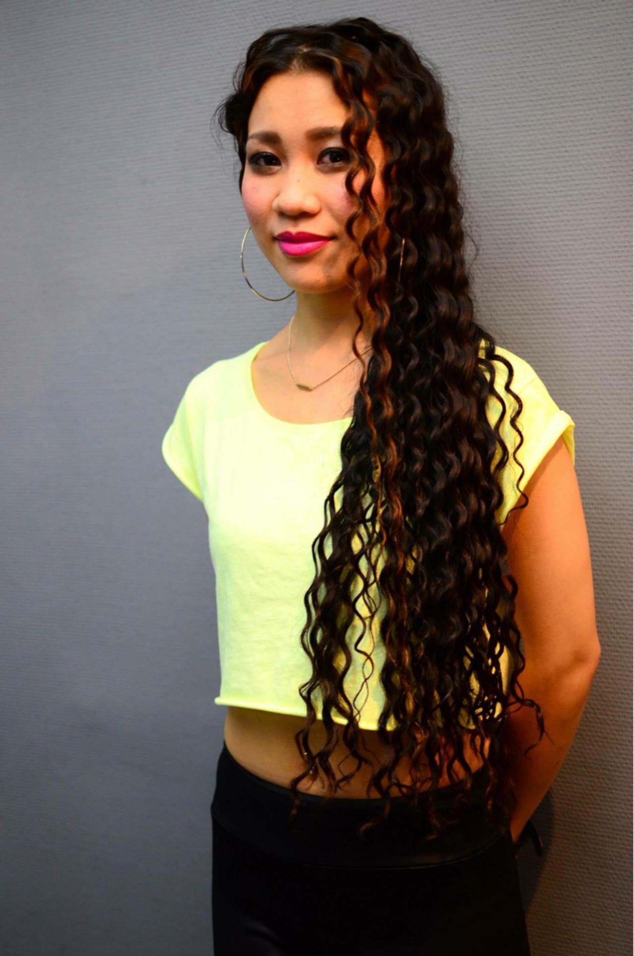 パーマ スパイラルパーマ 暗髪 ロング ヘアスタイルや髪型の写真・画像