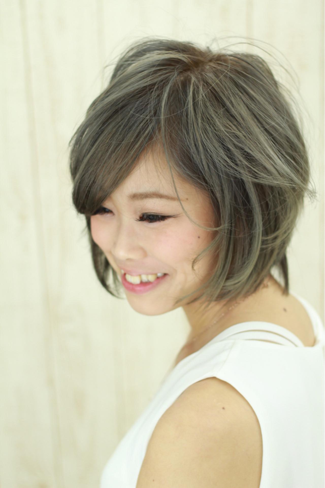 イルミナカラー 小顔 グレージュ アッシュ ヘアスタイルや髪型の写真・画像