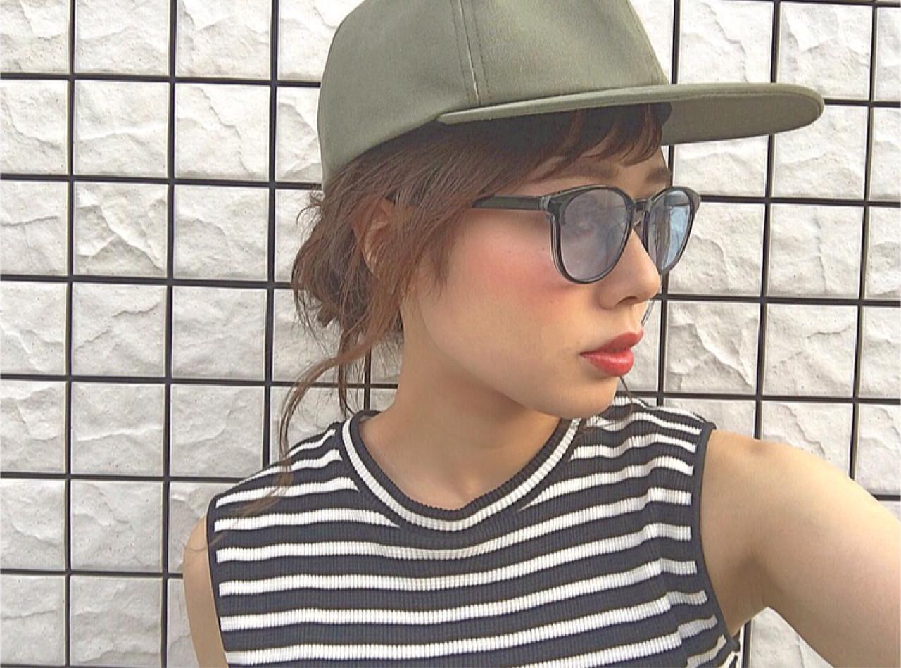 ショートバング キャップ ラフ ヘアアレンジ ヘアスタイルや髪型の写真・画像