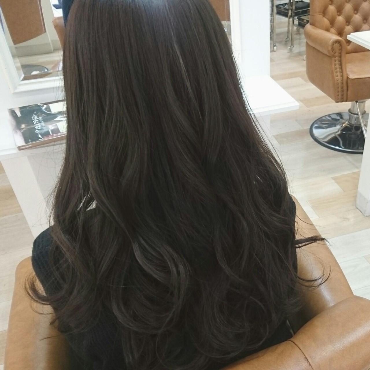 ブルーアッシュ 大人かわいい ロング アッシュグレー ヘアスタイルや髪型の写真・画像