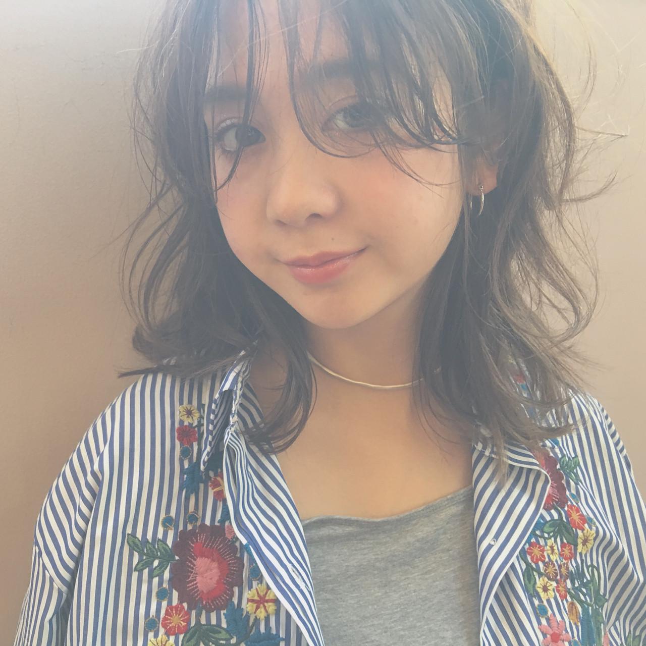 抜け感 ミディアム パーマ シースルーバング ヘアスタイルや髪型の写真・画像