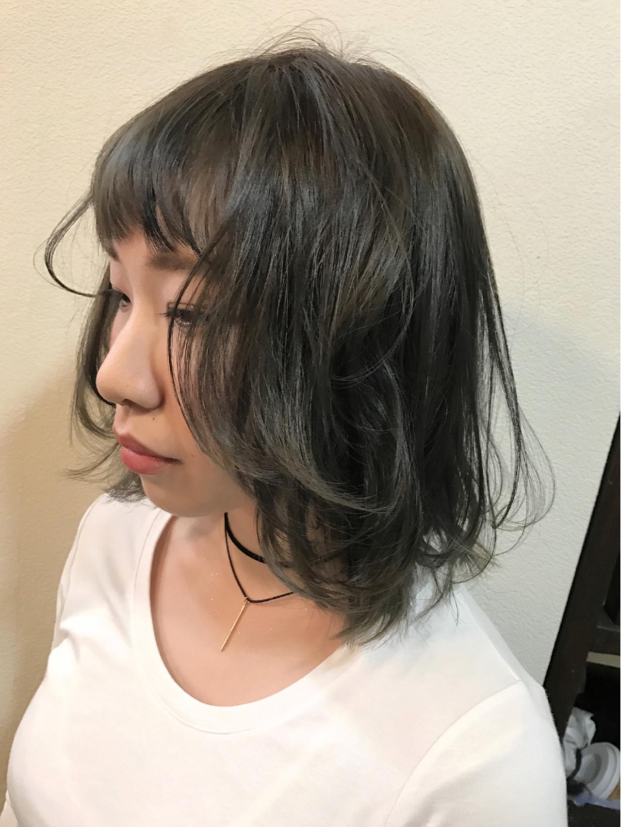 フェミニン アッシュグレー アッシュ 外国人風カラー ヘアスタイルや髪型の写真・画像