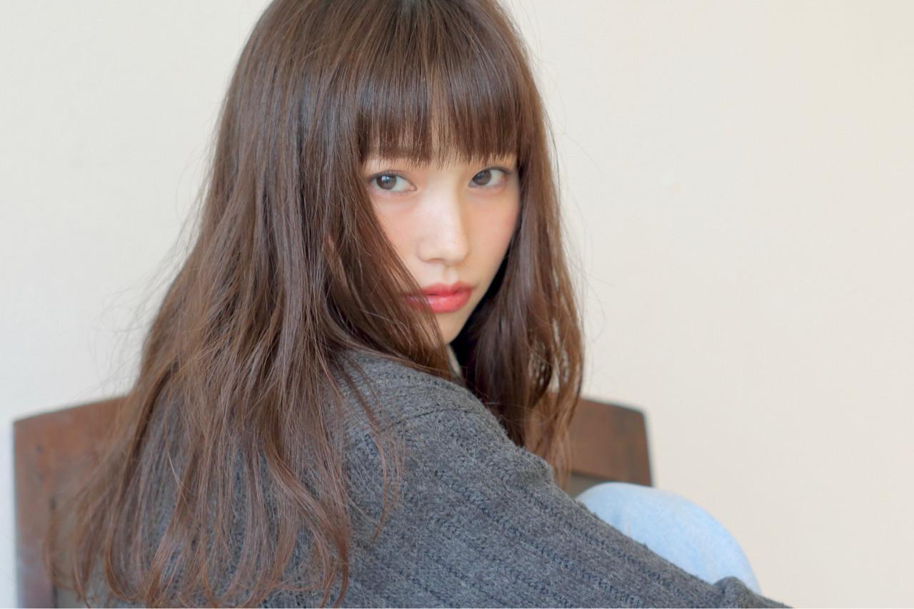 前髪パッツン ナチュラル 暗髪 シースルーバング ヘアスタイルや髪型の写真・画像