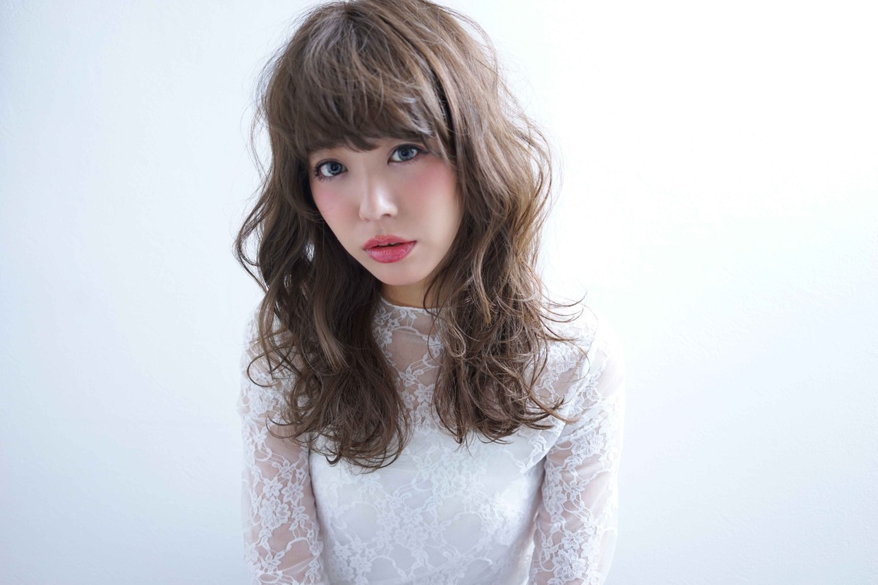 エフォートレス グレージュ ロング フェミニン ヘアスタイルや髪型の写真・画像