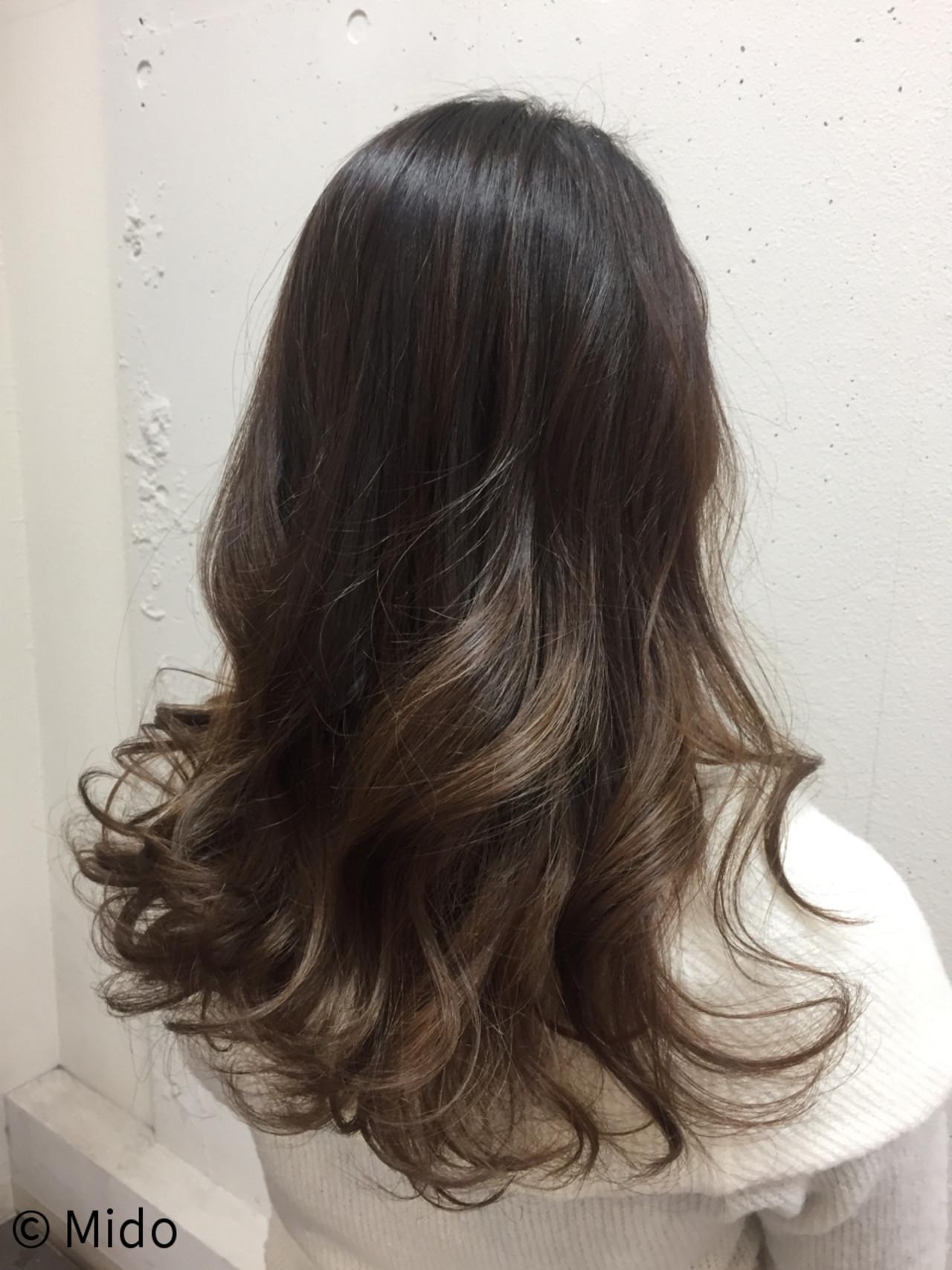 グラデーションカラー グレージュ フェミニン ロング ヘアスタイルや髪型の写真・画像
