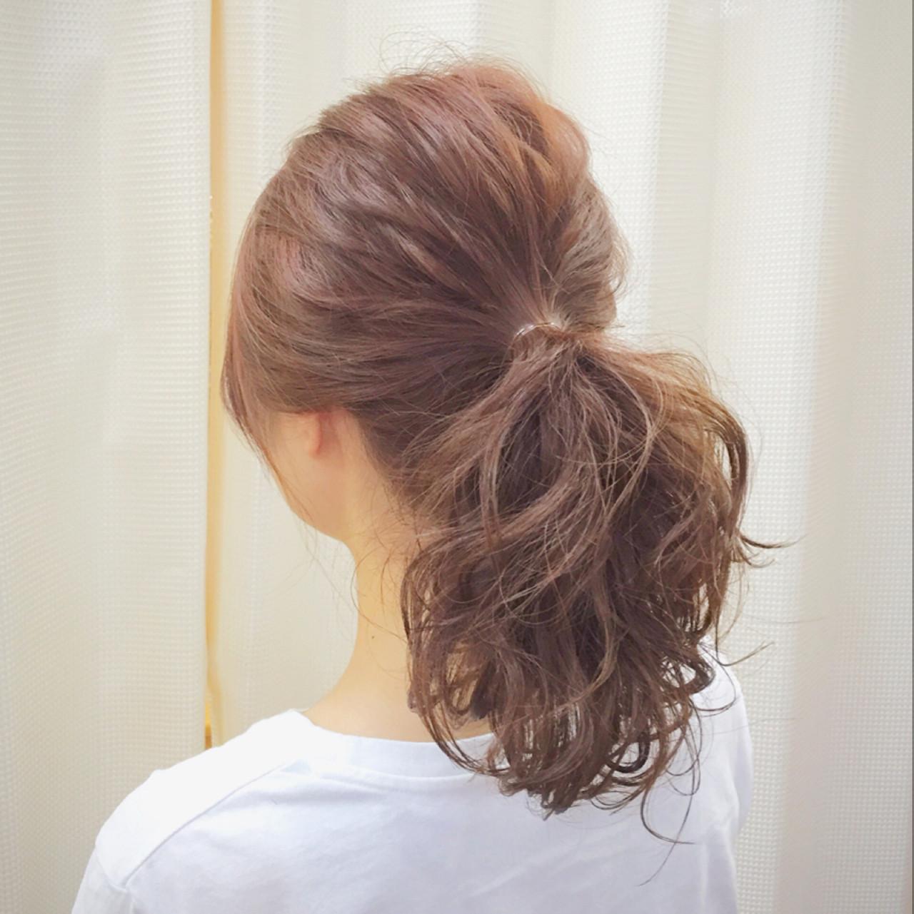 ポニーテール ナチュラル ミディアム 簡単ヘアアレンジ ヘアスタイルや髪型の写真・画像