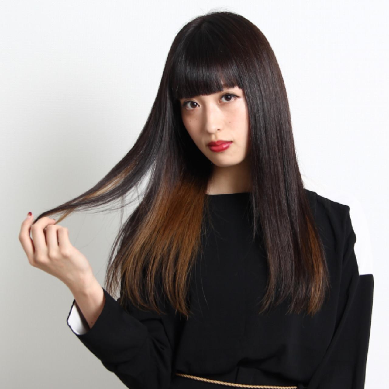インナーカラー ロング ストレート 黒髪 ヘアスタイルや髪型の写真・画像