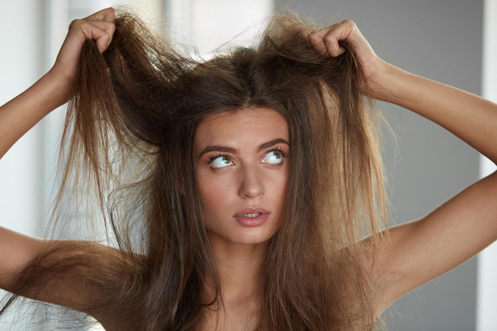 髪の毛に静電気が起きる原因は?防止策とすぐできる対応法♡