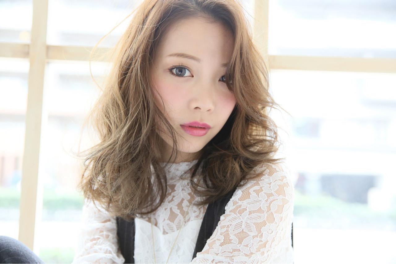 ミディアム フェミニン ニュアンス 小顔 ヘアスタイルや髪型の写真・画像