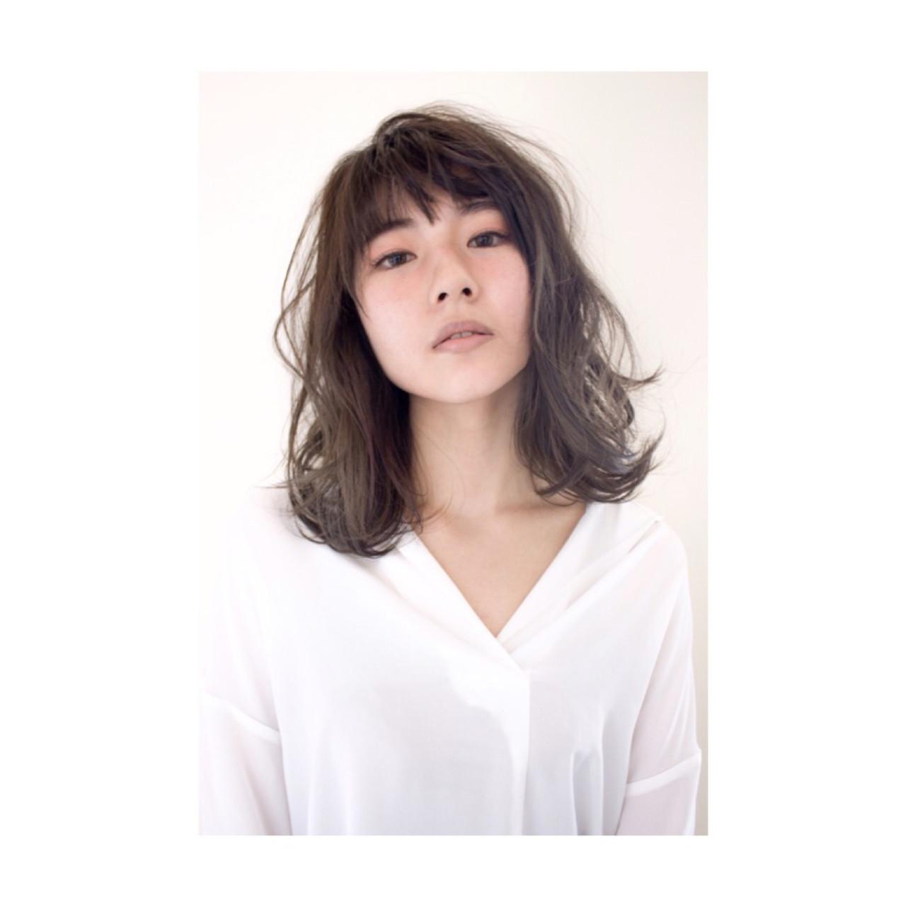 ミディアム 無造作 モード アッシュ ヘアスタイルや髪型の写真・画像