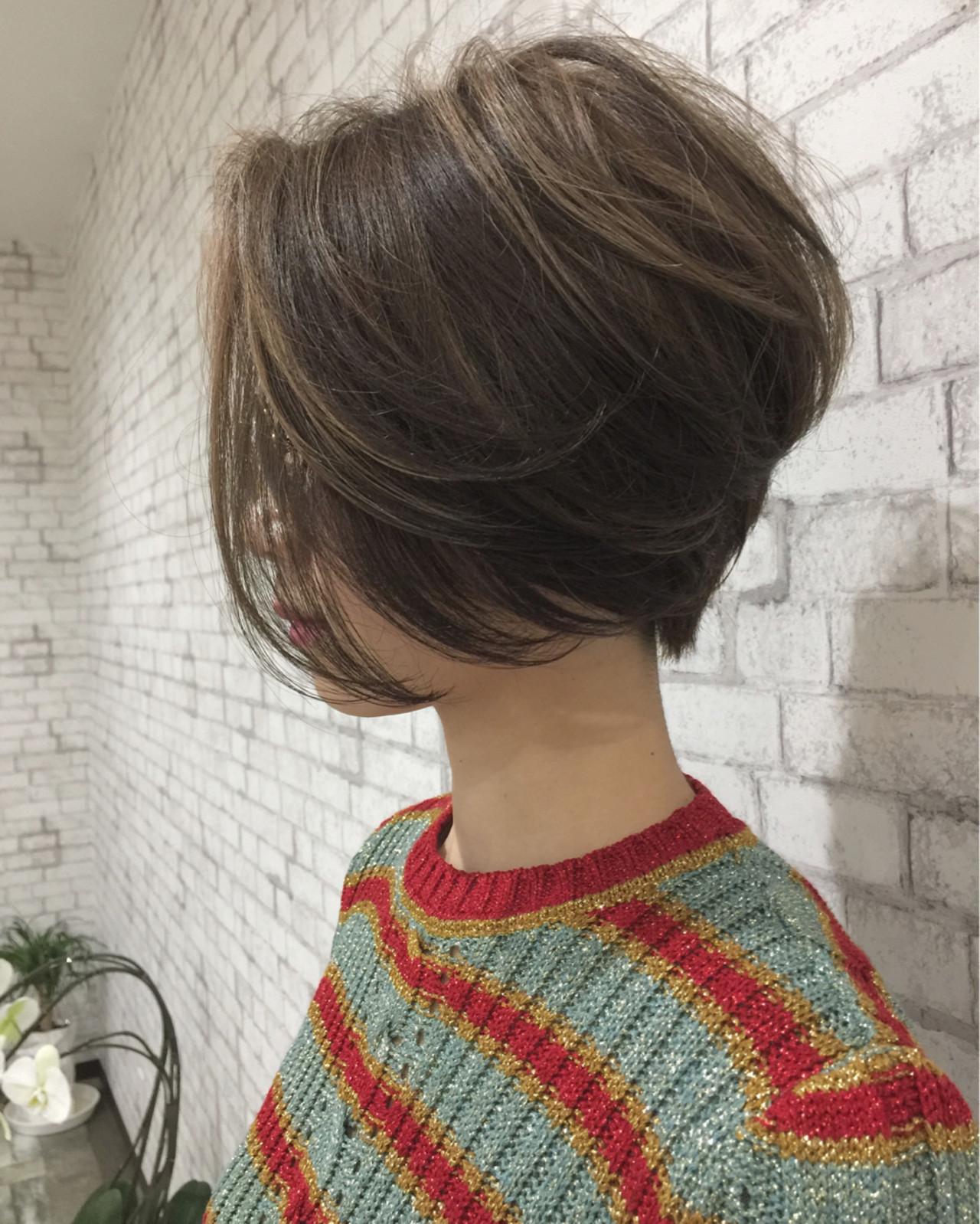 ショート かっこいい 前下がり ハイライト ヘアスタイルや髪型の写真・画像