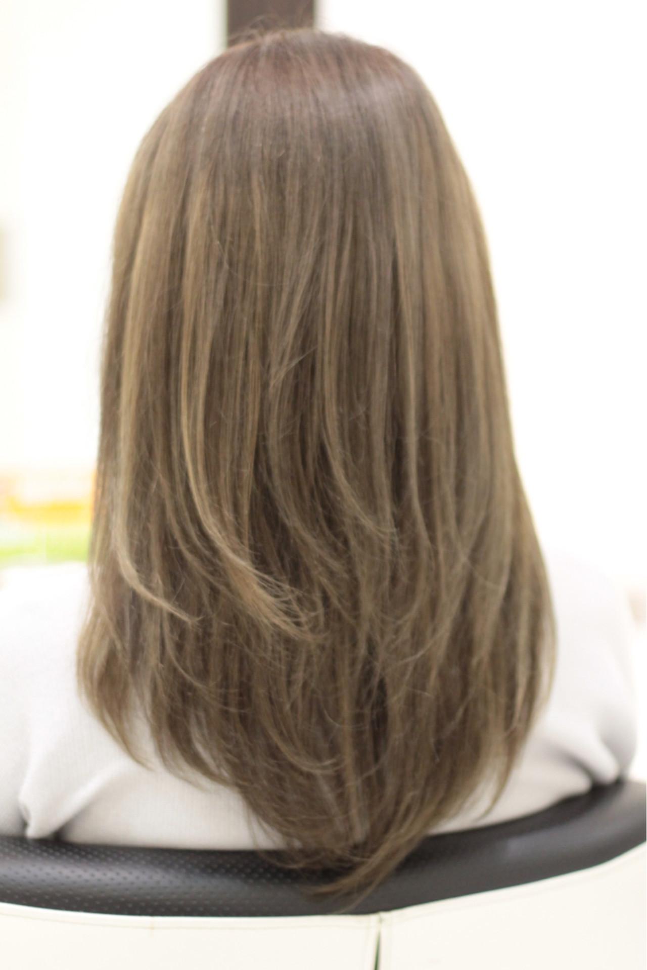 ハイライト デート グレージュ ロング ヘアスタイルや髪型の写真・画像