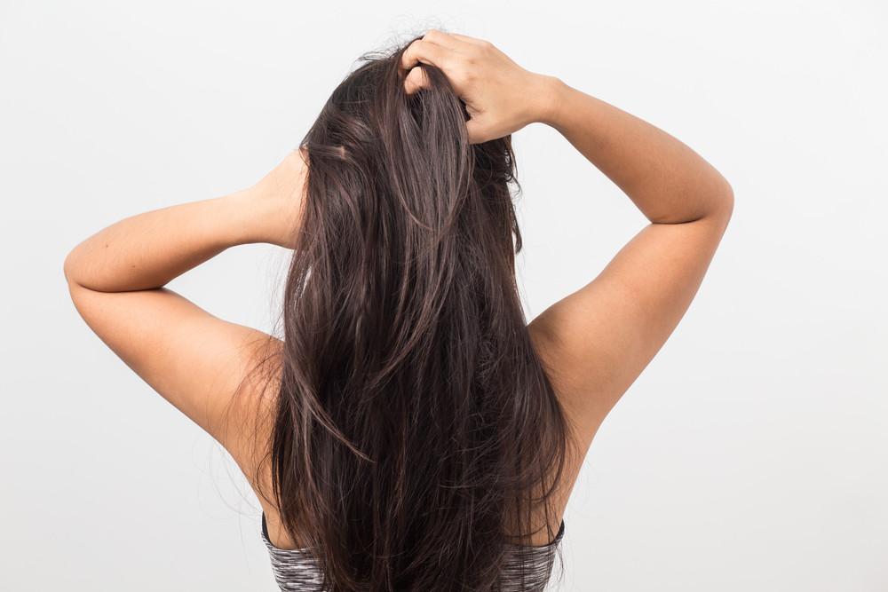 枝毛の悩みを解決したい!枝毛の原因と予防方法や対策とは