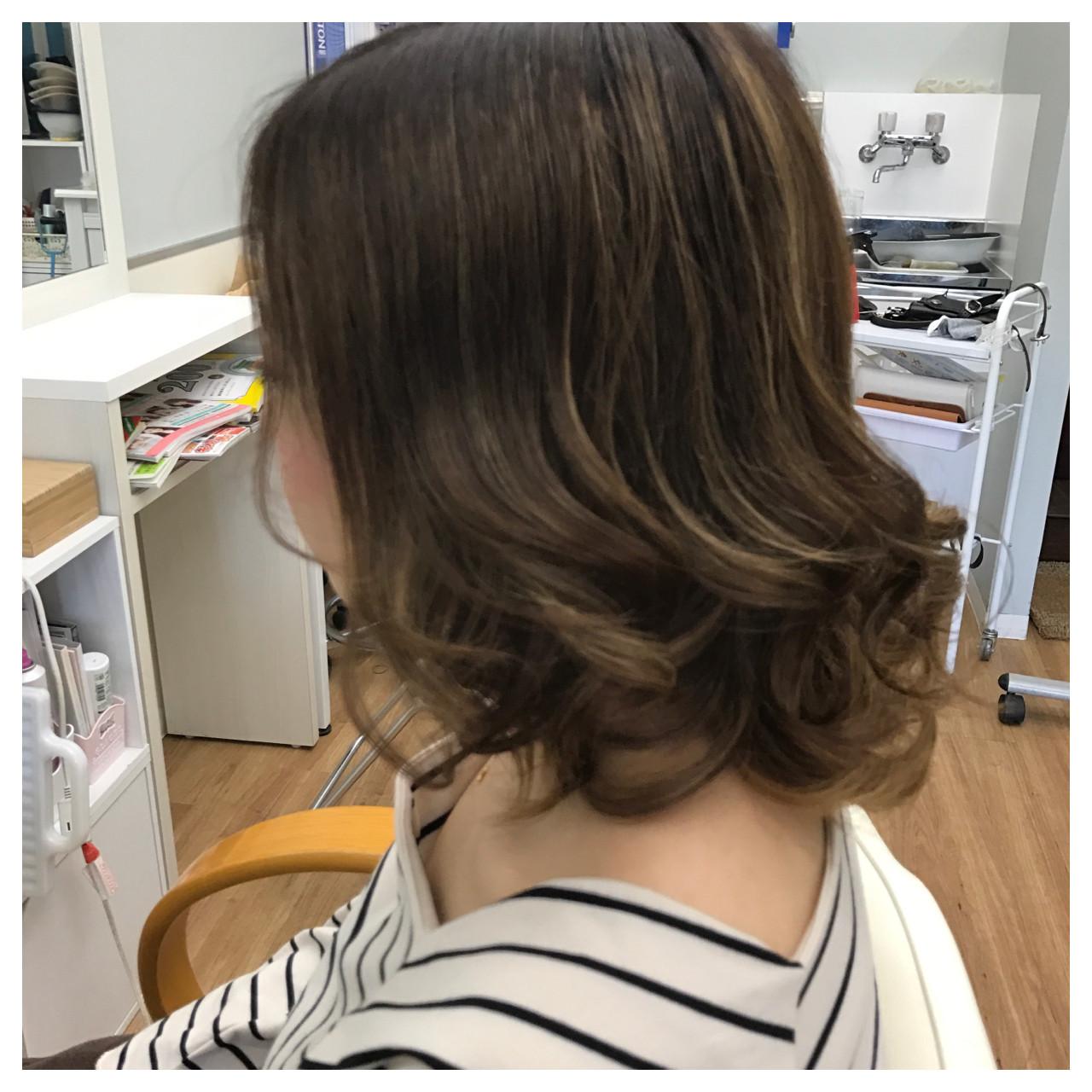 ミディアム 巻き髪 抜け感 カール ヘアスタイルや髪型の写真・画像