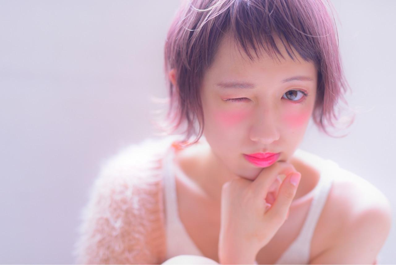 今注目のピンクグレージュカラー♡暗めも、明るめもかわいいって知ってた? 山口裕二 | embellir