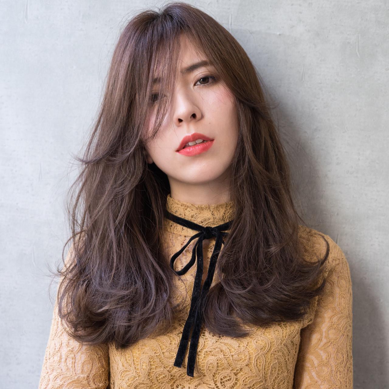 ロング フェミニン 斜め前髪 外国人風 ヘアスタイルや髪型の写真・画像