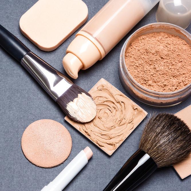 メイク直しで崩れ防止!化粧を直すときはこのアイテムを使おう!