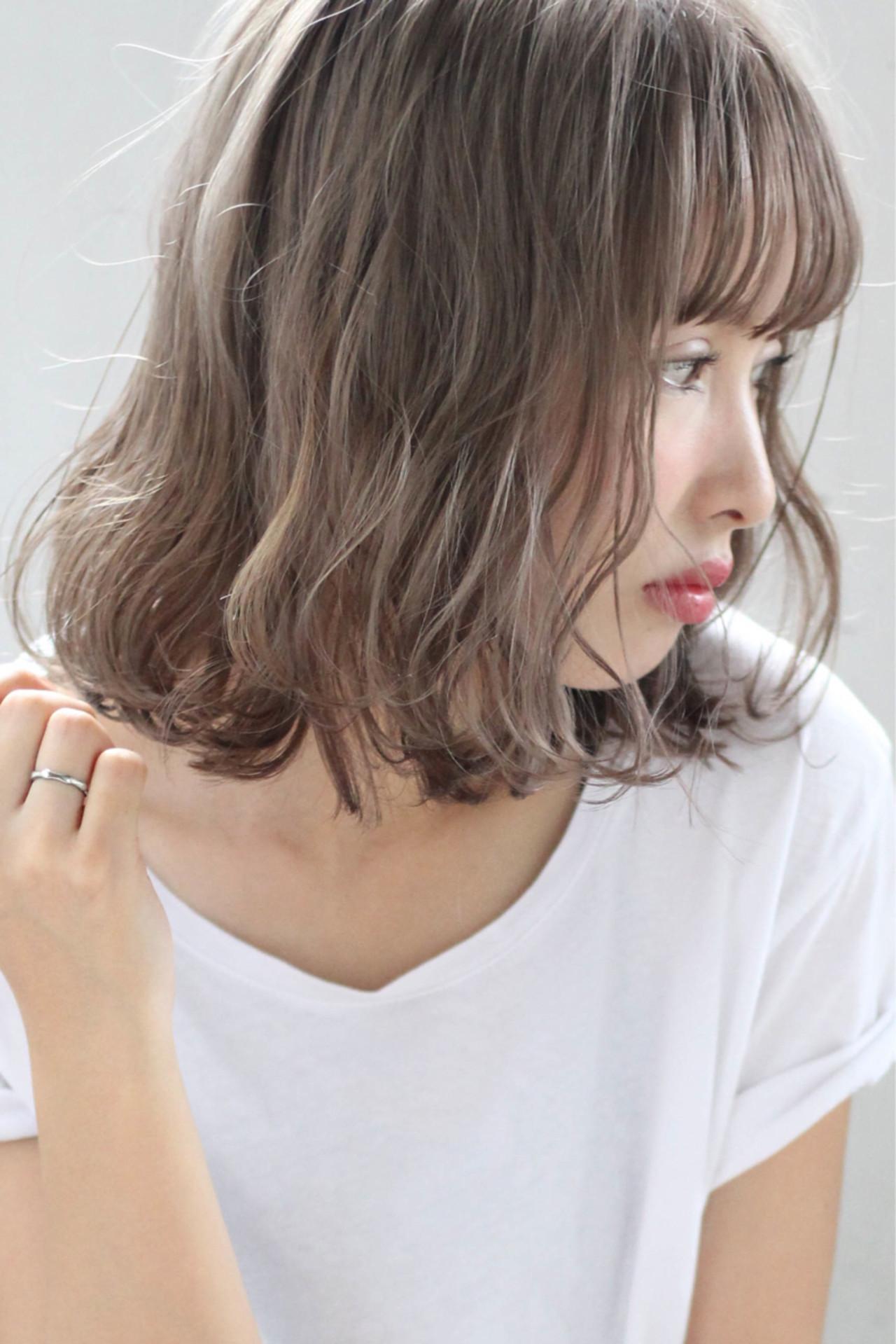 ミディアム 外国人風 グラデーションカラー アッシュ ヘアスタイルや髪型の写真・画像