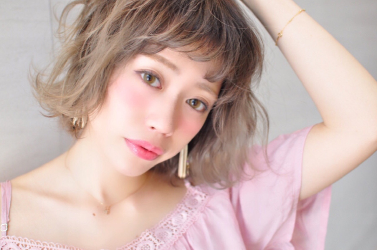グラデーションカラー フェミニン 透明感 グレージュ ヘアスタイルや髪型の写真・画像