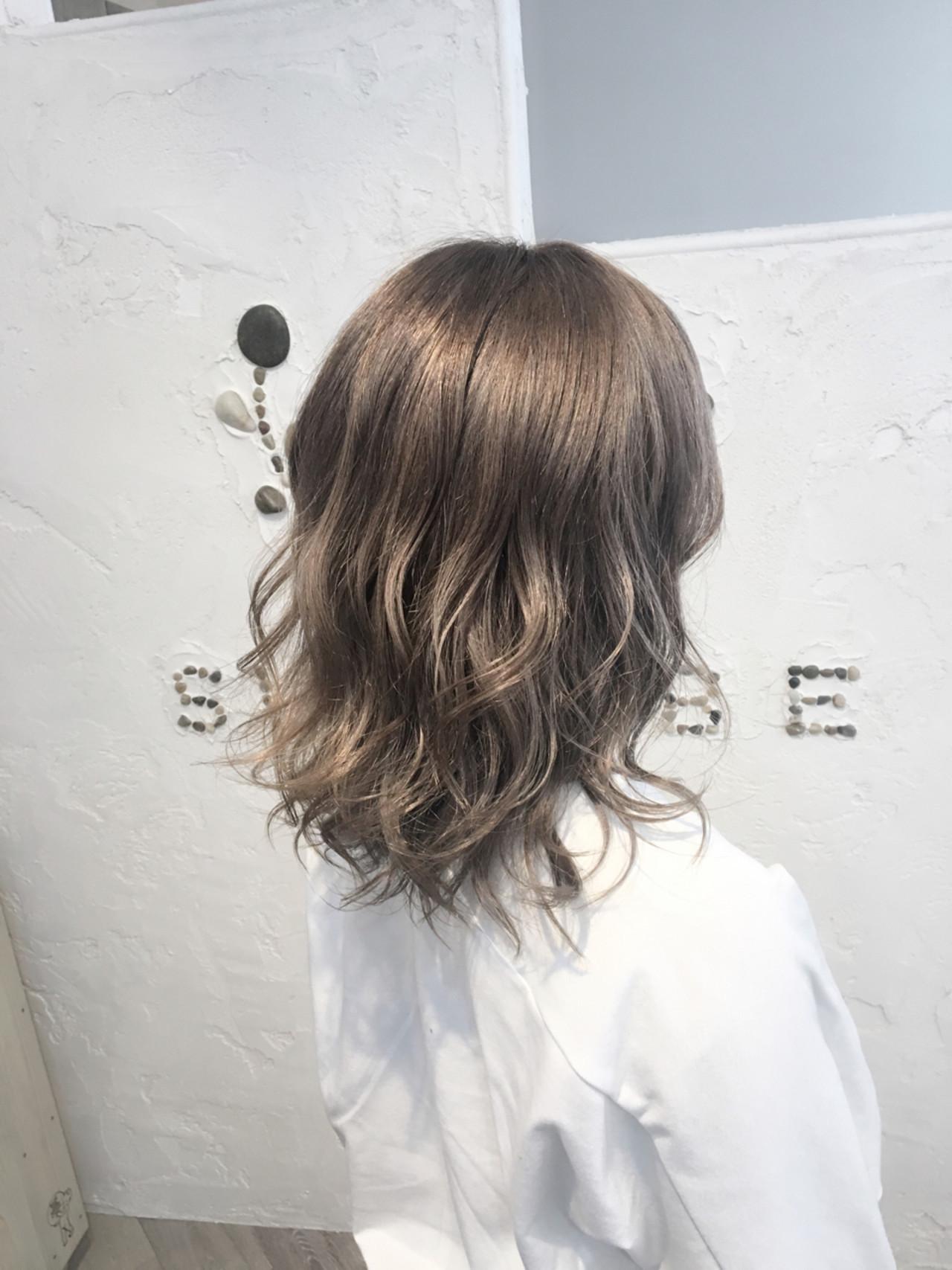 フェミニン 透明感 外国人風 ダブルカラー ヘアスタイルや髪型の写真・画像