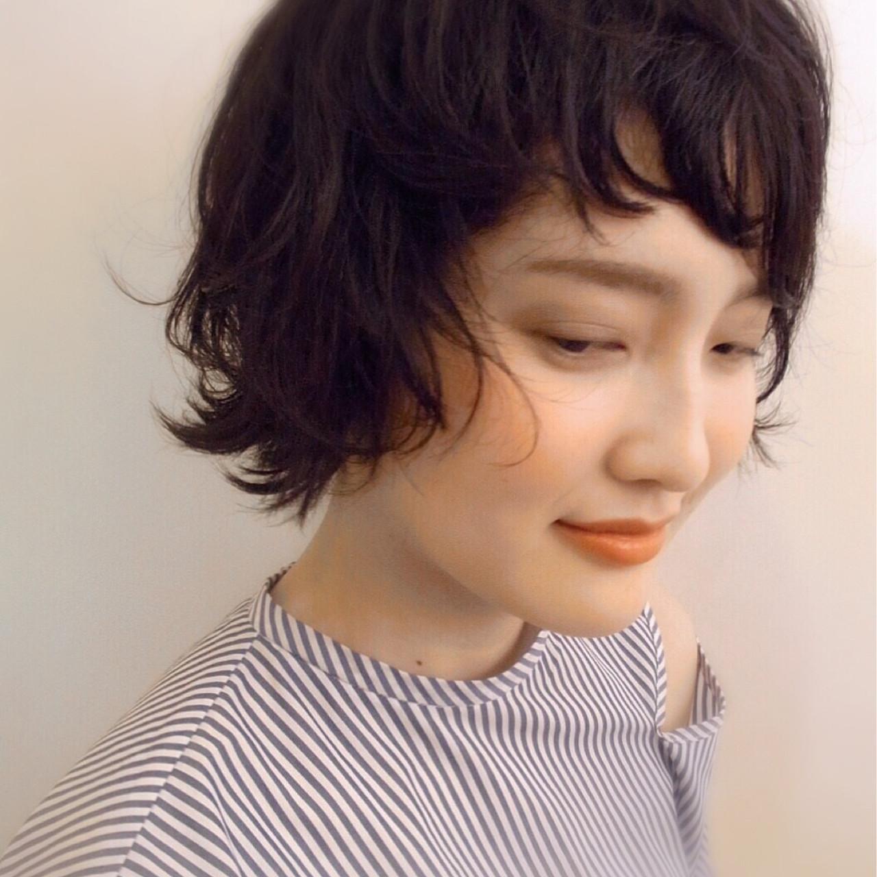 リラックス ナチュラル ウェーブ アッシュグレージュ ヘアスタイルや髪型の写真・画像