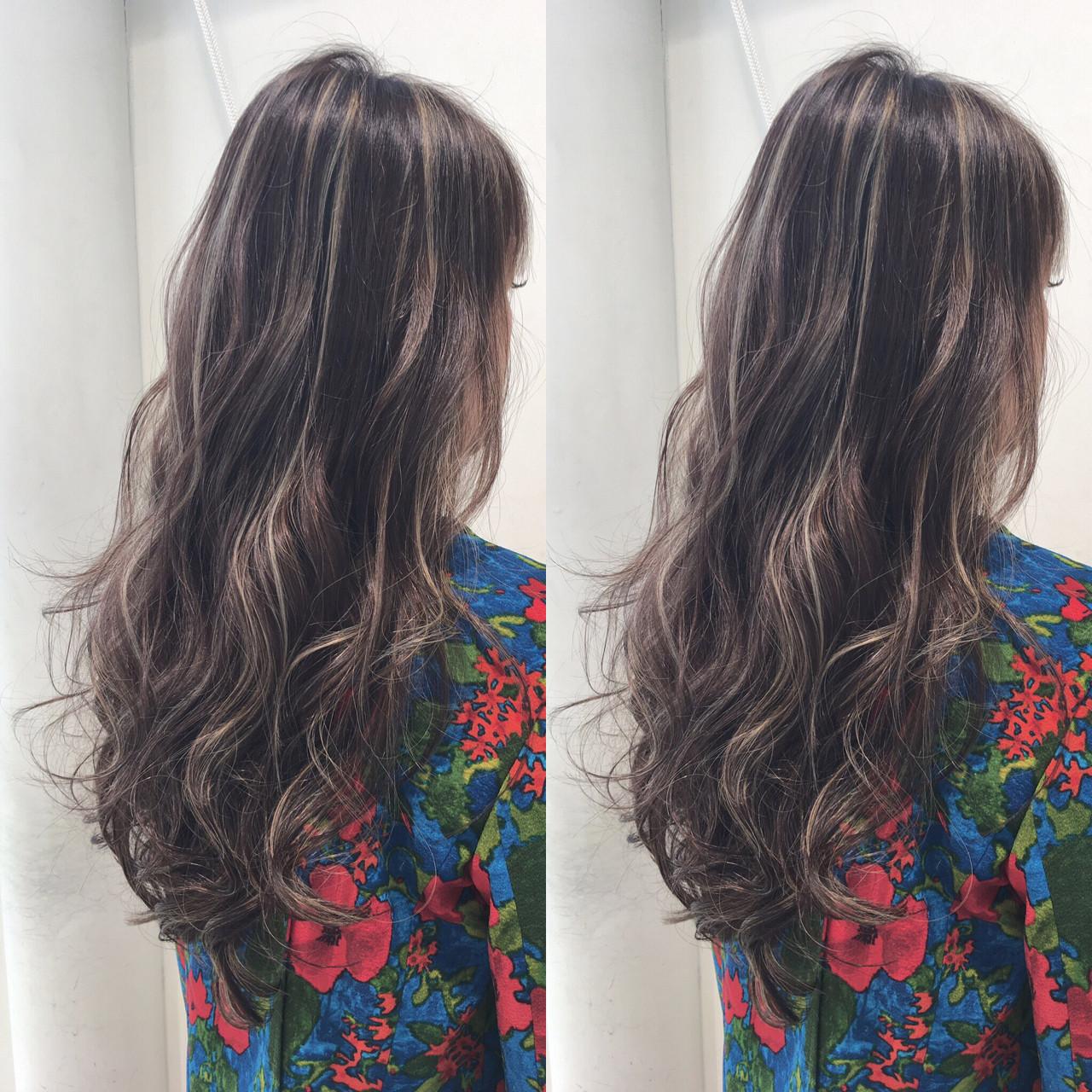 巻き髪 波ウェーブ グレージュ ミランダカー ヘアスタイルや髪型の写真・画像