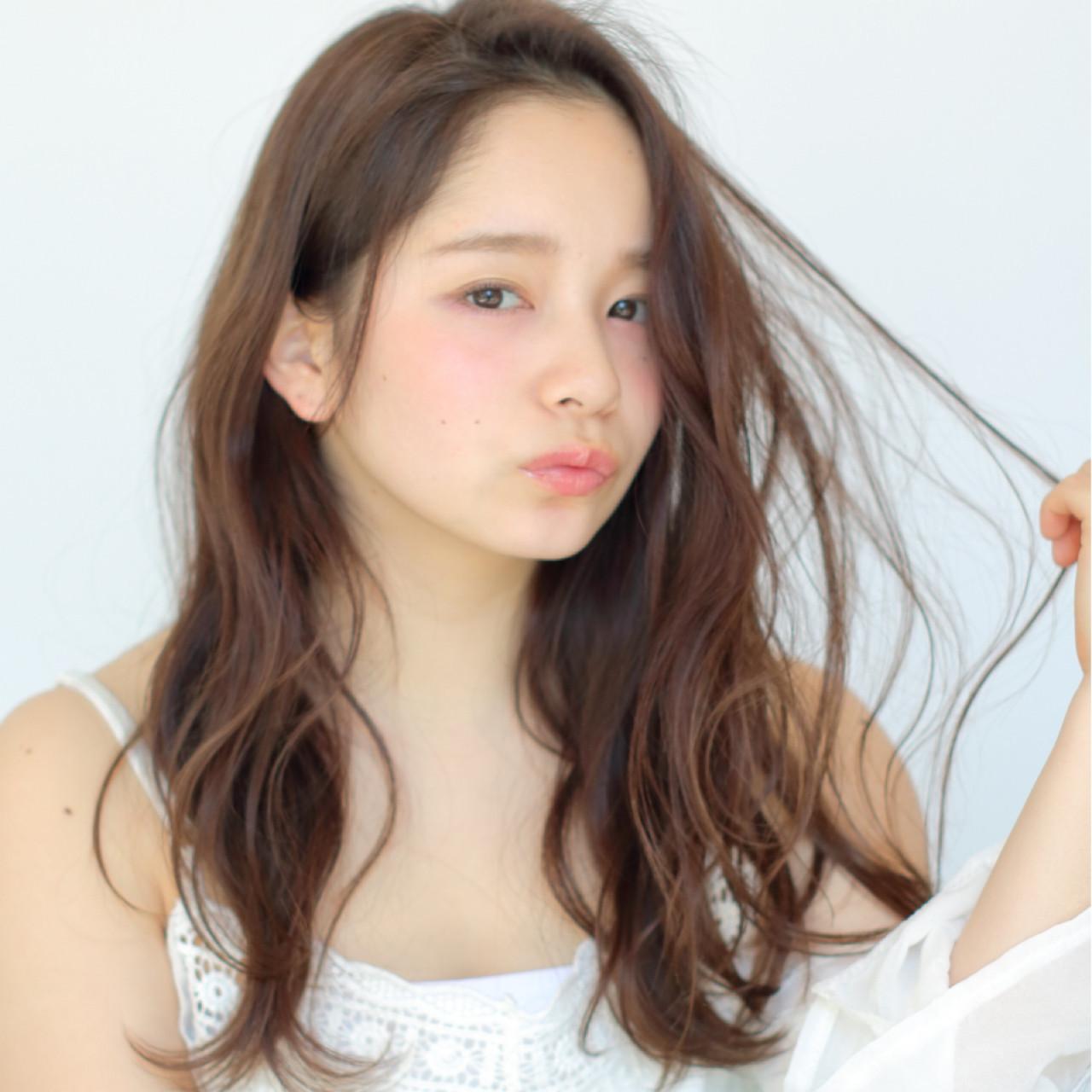 透明感 ロング ヌーディーベージュ 波ウェーブ ヘアスタイルや髪型の写真・画像
