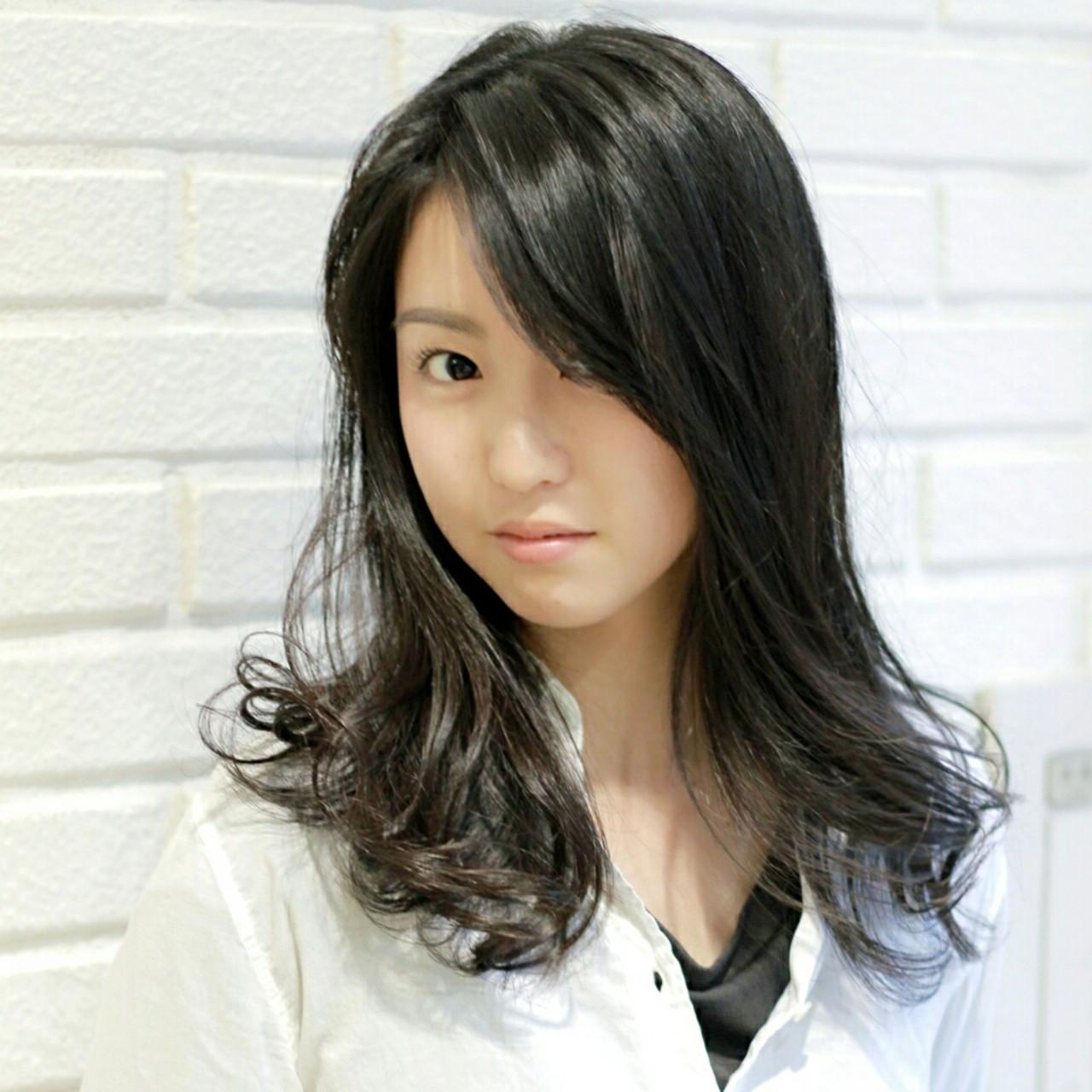 黒髪がおしゃれすぎる!誰もが似合うセミディ丈にチェンジしよう 横徳憲史