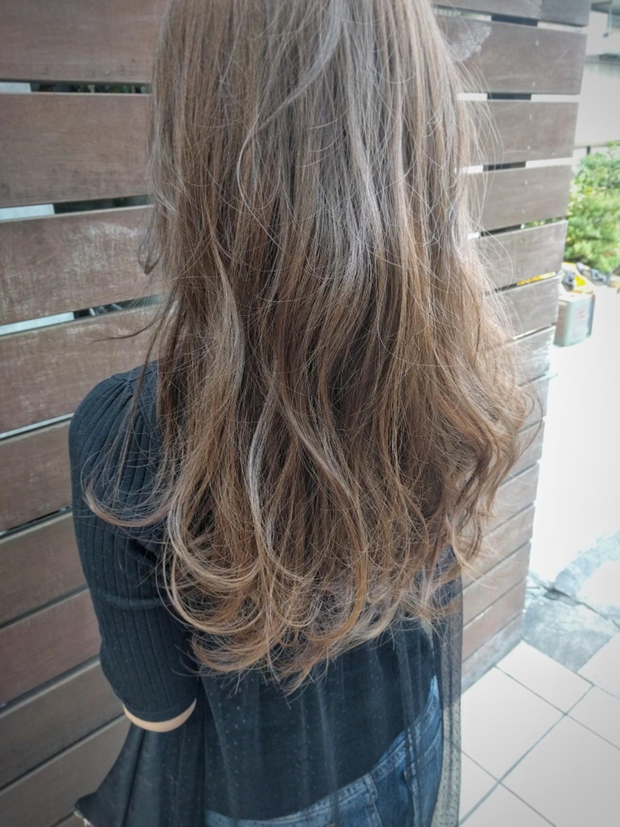 外国人風 リラックス アッシュ ロング ヘアスタイルや髪型の写真・画像