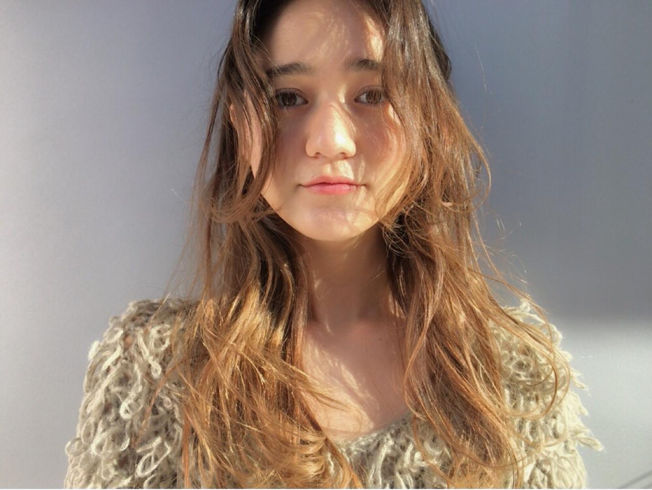 アッシュ パーマ ハイライト ナチュラル ヘアスタイルや髪型の写真・画像