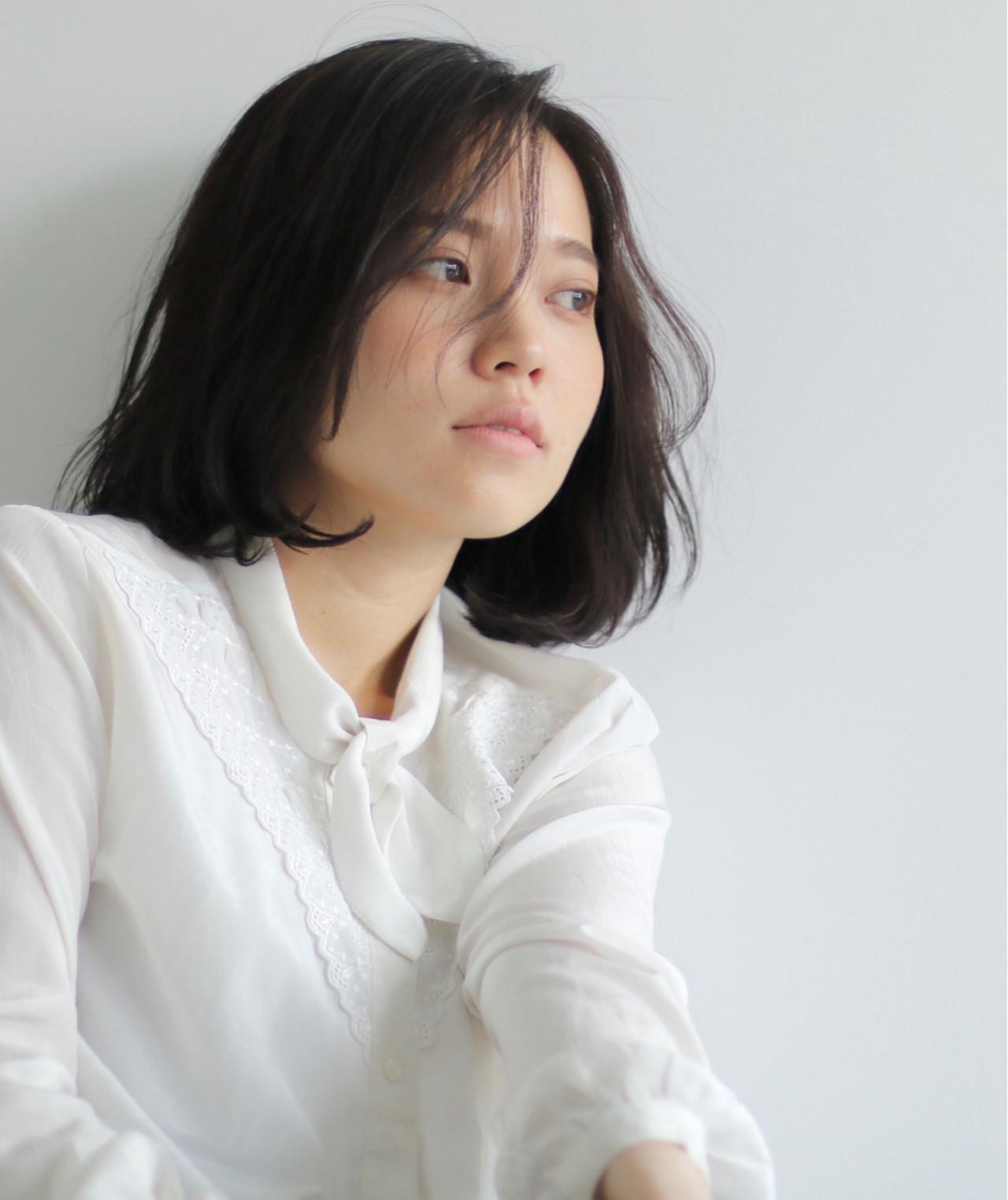 フリンジバング ミディアム 黒髪 ナチュラル ヘアスタイルや髪型の写真・画像