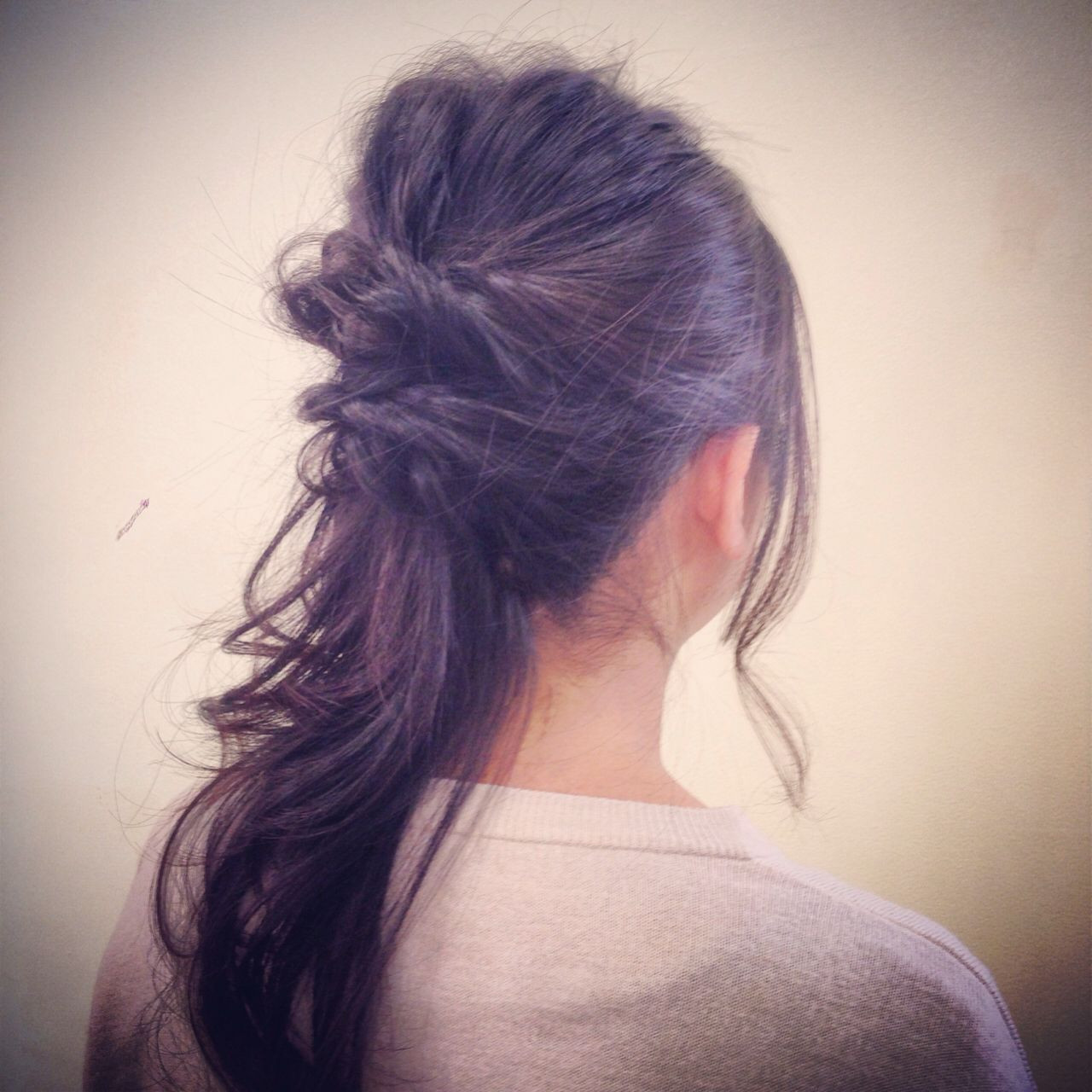 簡単アレンジでオシャレ度◎の髪型に!くるりんぱなどのまとめ髪をおさらい 大野 歩美
