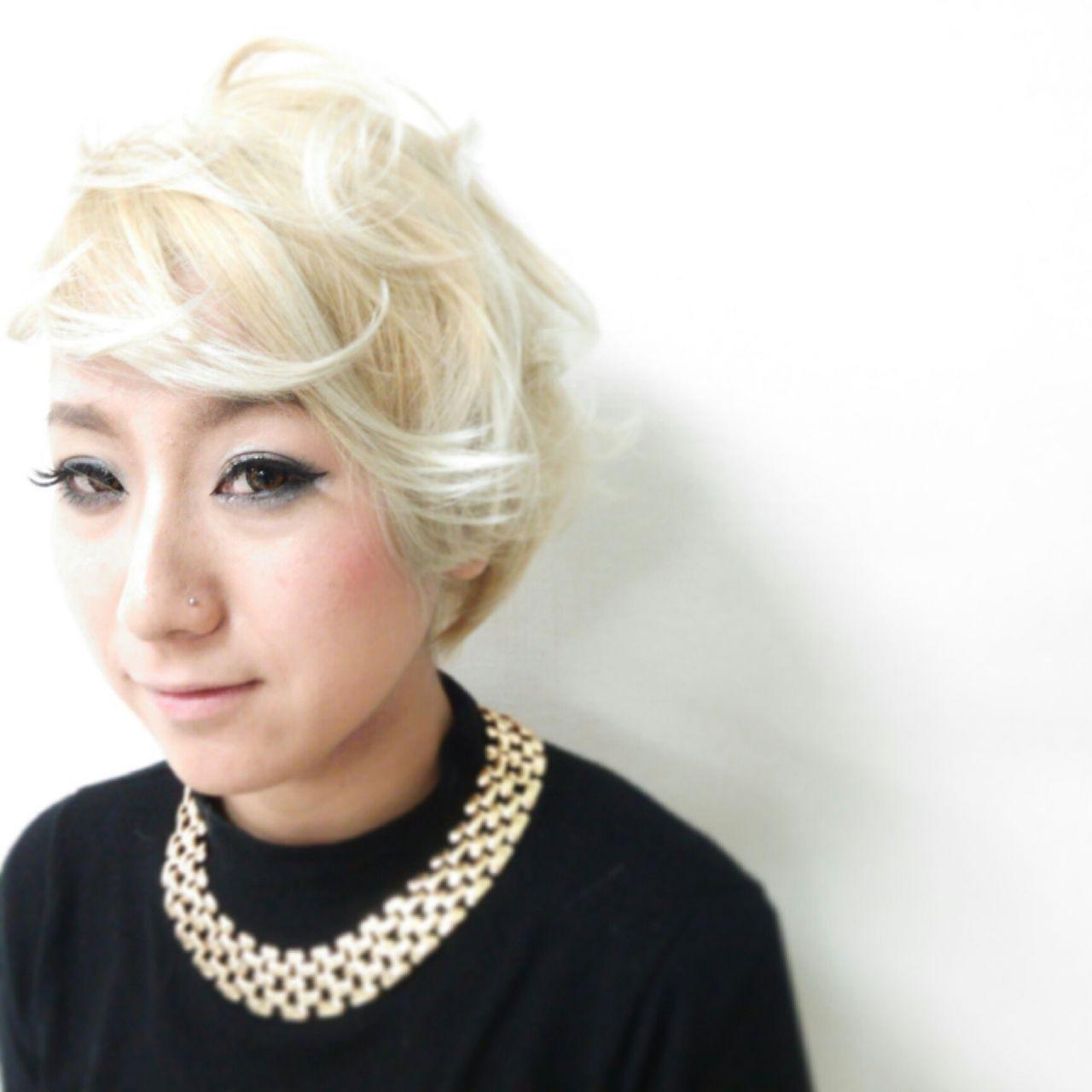 ブリーチ ダブルカラー ストリート ホワイト ヘアスタイルや髪型の写真・画像