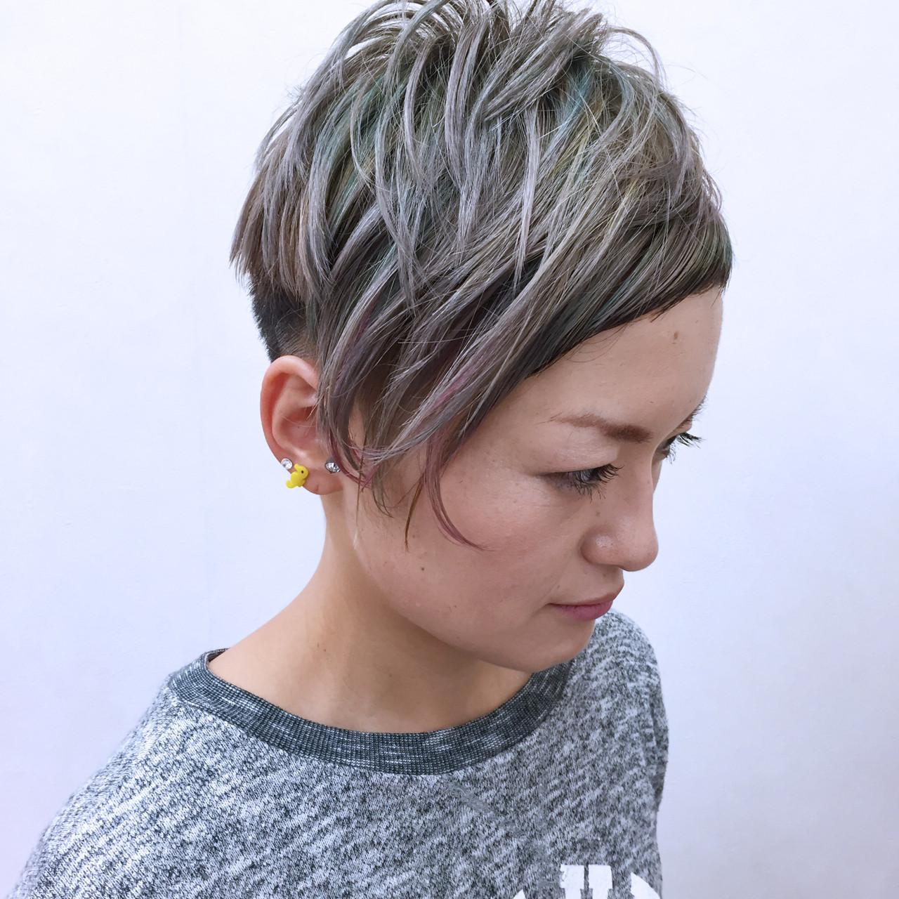 アシメバング カラフルカラー ショート グラデーションカラー ヘアスタイルや髪型の写真・画像