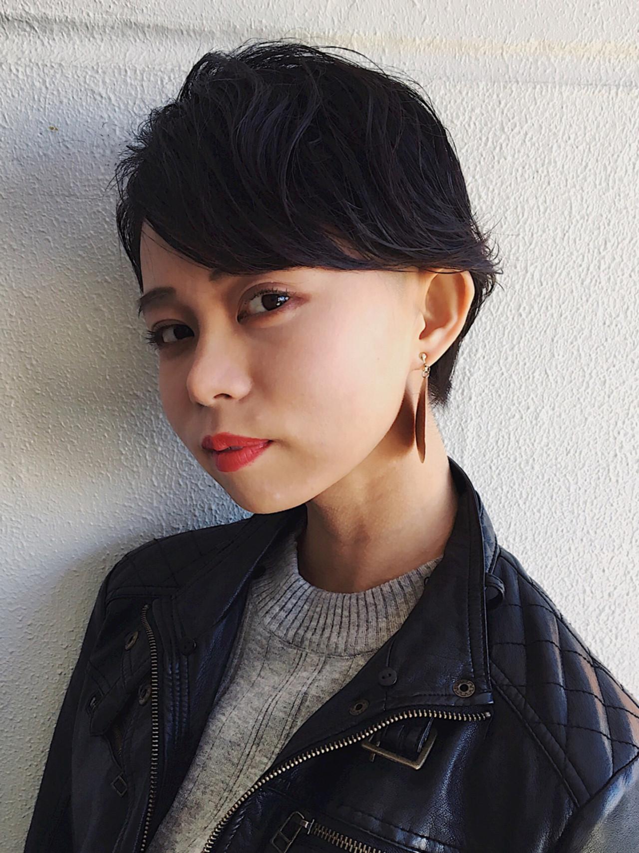 ストリート ベリーショート 黒髪 抜け感 ヘアスタイルや髪型の写真・画像