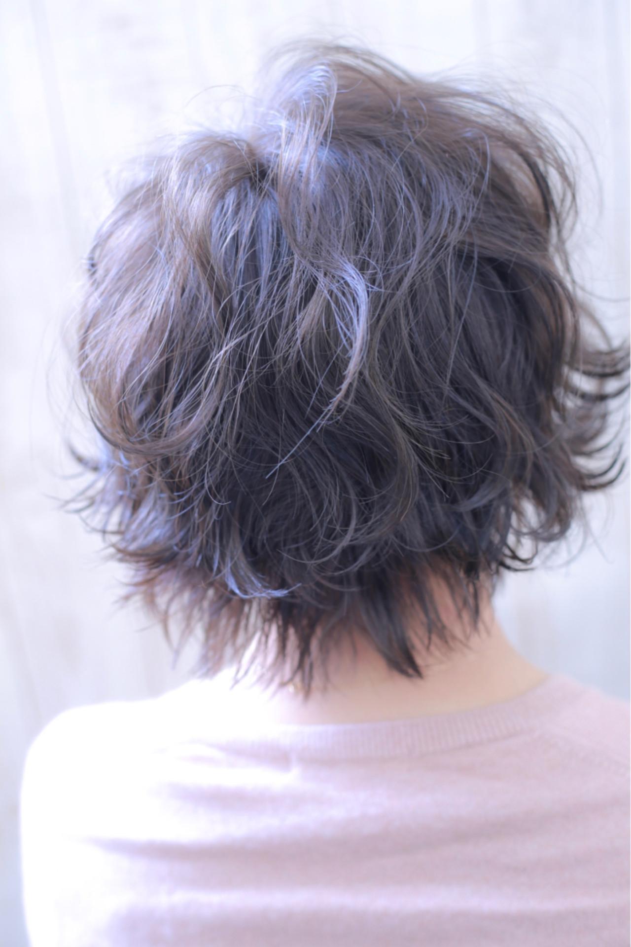 グレーアッシュ ショート ヴェール 透明感 ヘアスタイルや髪型の写真・画像