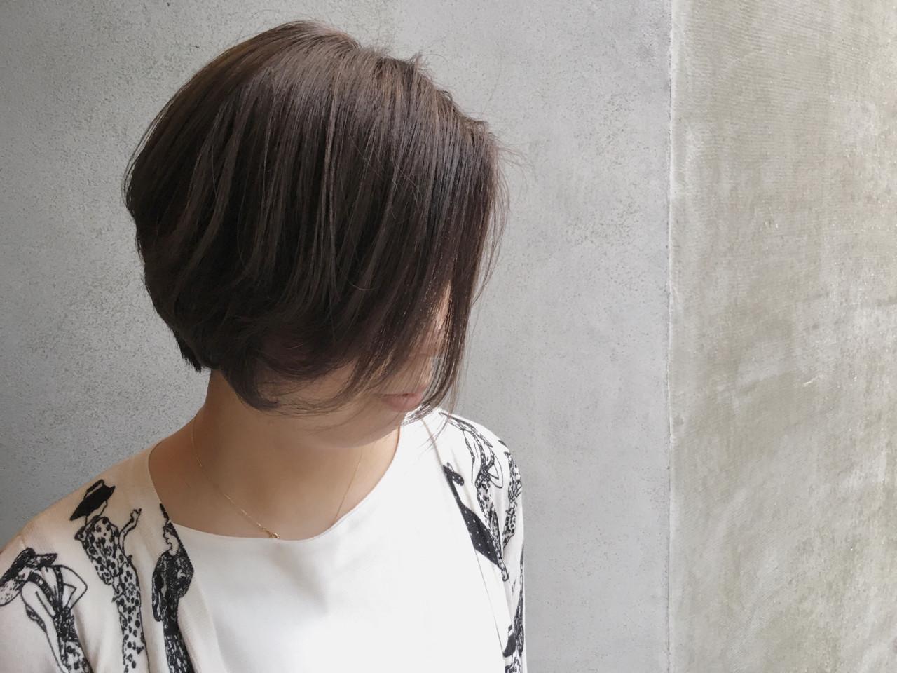 暗髪 ショート グレージュ グレーアッシュ ヘアスタイルや髪型の写真・画像