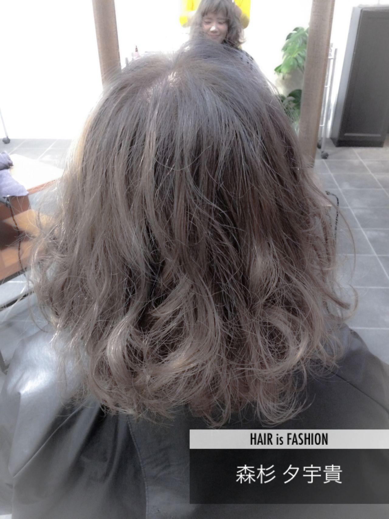 ストリート ウェーブ グレーアッシュ スモーキーアッシュ ヘアスタイルや髪型の写真・画像
