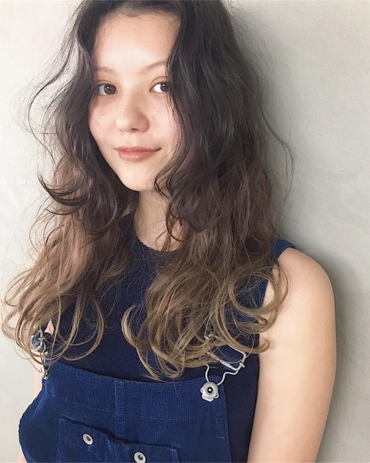 アンニュイ ナチュラル パーマ リラックス ヘアスタイルや髪型の写真・画像