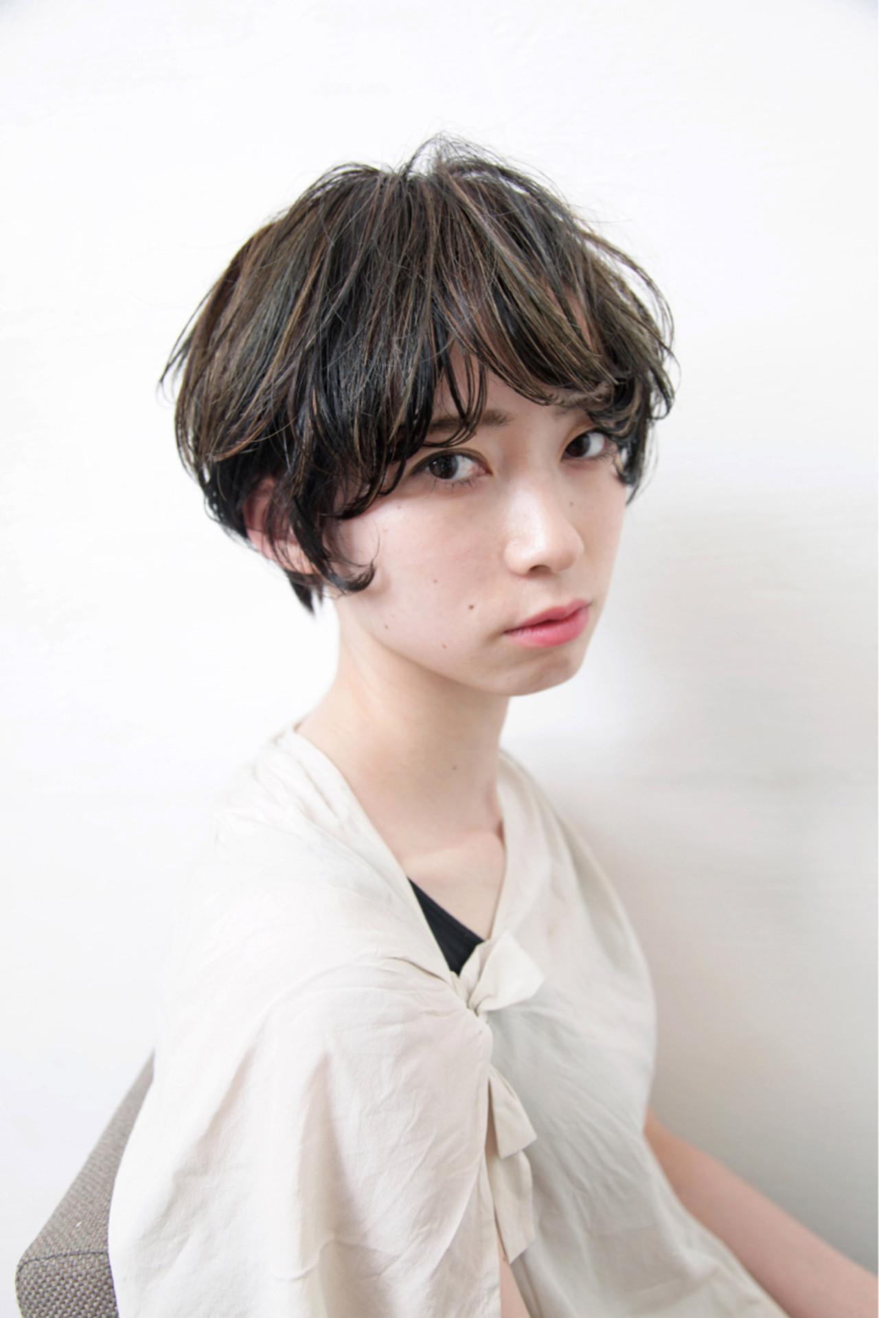 ハイライト 黒髪 アッシュ ショート ヘアスタイルや髪型の写真・画像