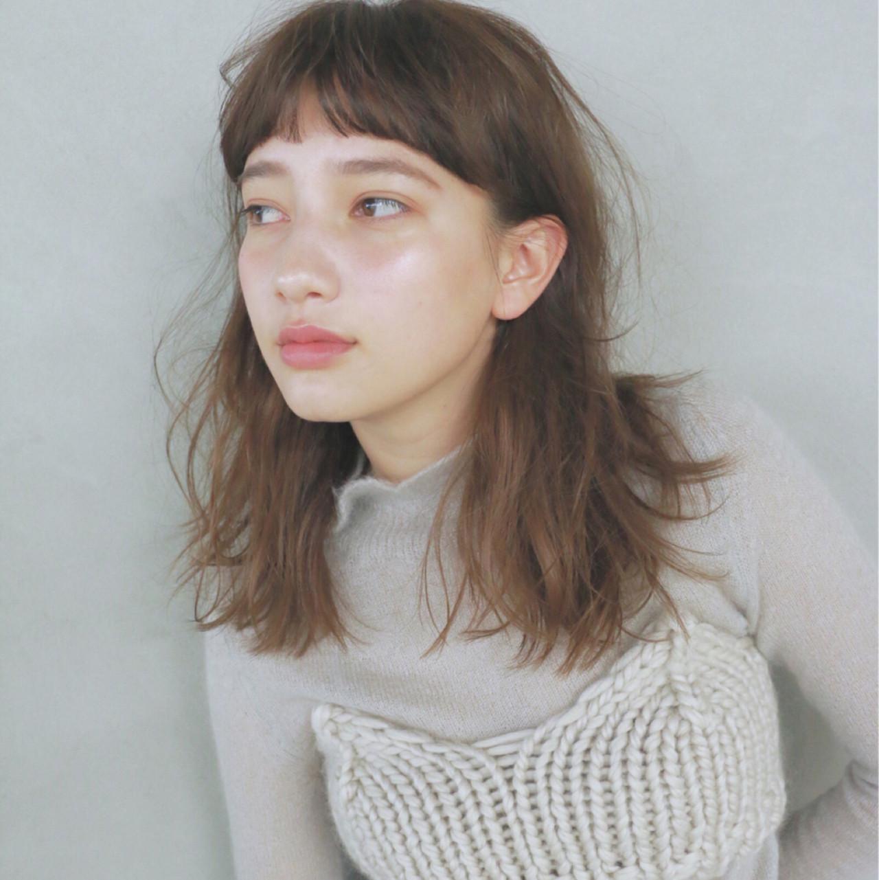 セミロング ナチュラル 前髪あり 冬 ヘアスタイルや髪型の写真・画像