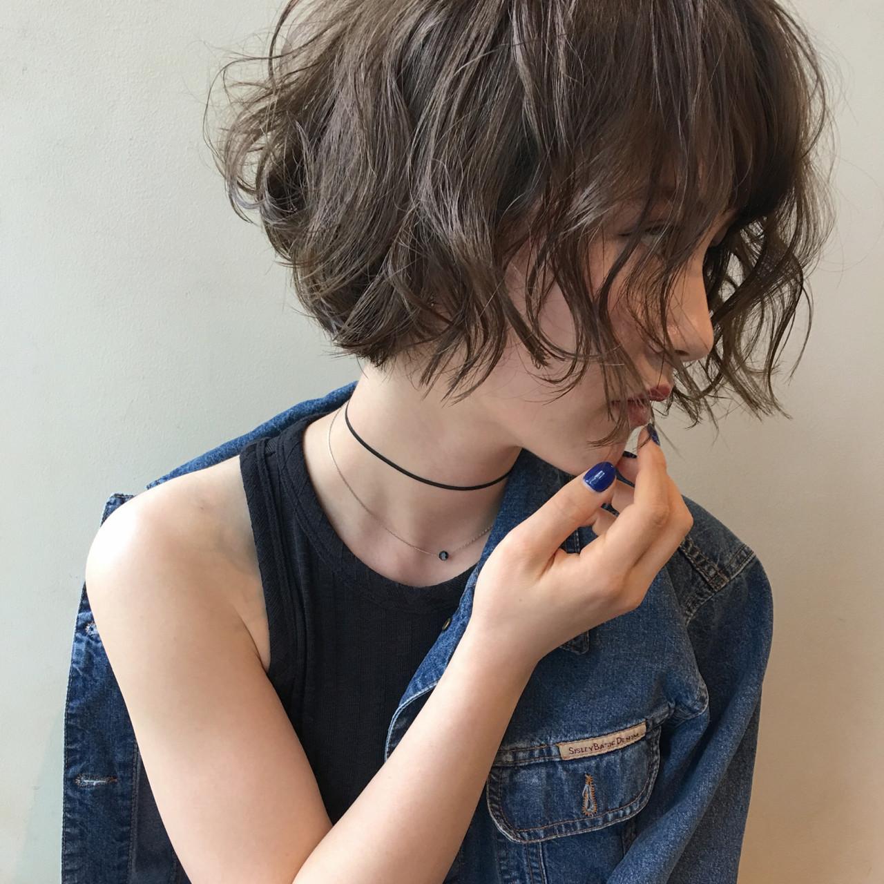 リラックス モード アンニュイ ウェーブ ヘアスタイルや髪型の写真・画像