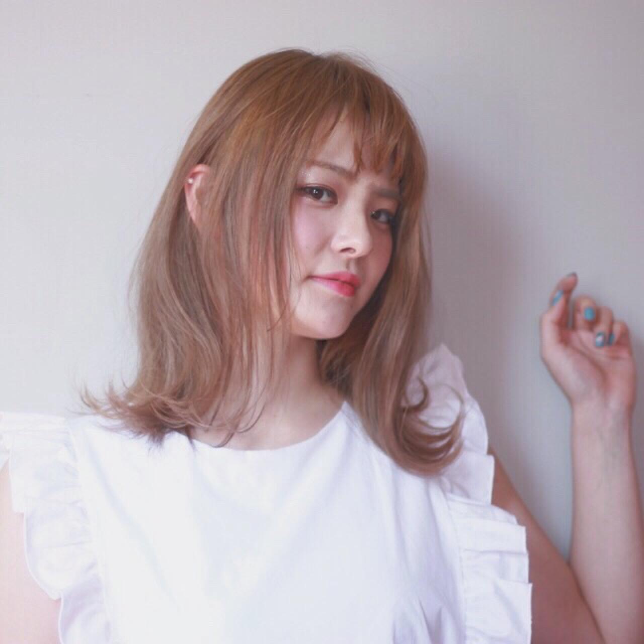 ニュアンス ガーリー 外ハネ ハイトーン ヘアスタイルや髪型の写真・画像