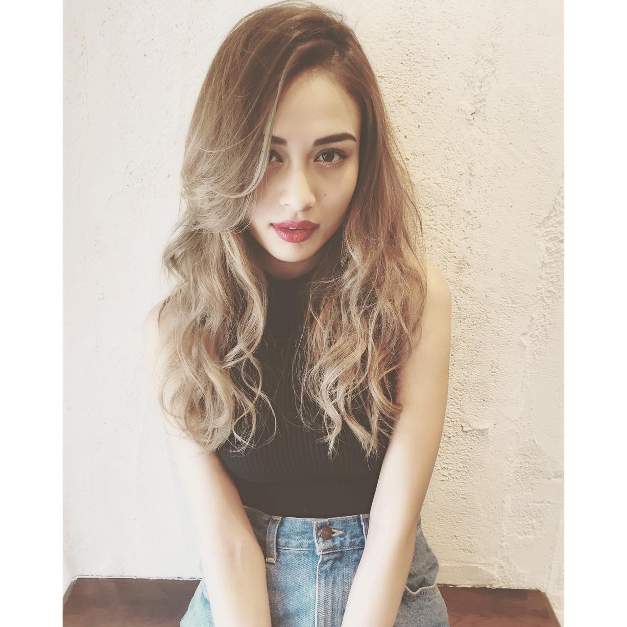 セミロング グラデーションカラー かき上げ前髪 前髪あり ヘアスタイルや髪型の写真・画像